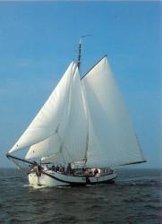 De Spes Mea weer in oude glorie hersteld als zeilend charterschip in 1990 door Jan van Berge