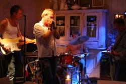Bluescruise: bands en individuelen op tjalken met optredens in Harlingen en op Vlieland.